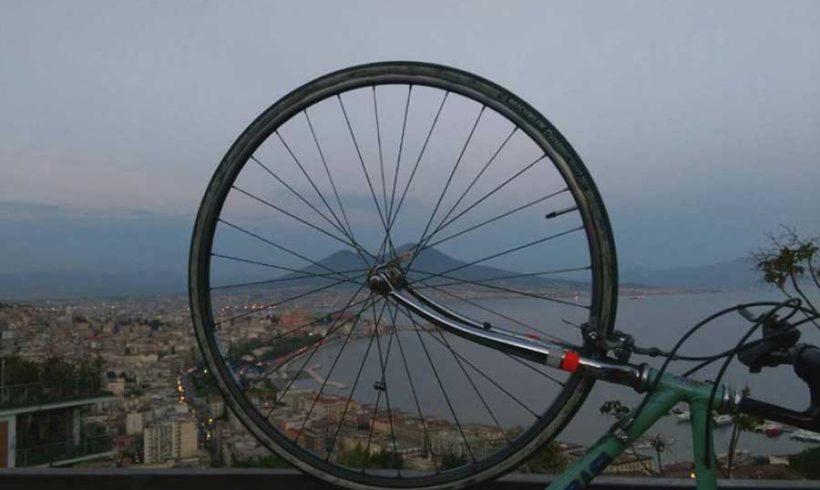 I ciclisti napoletani inaugurano la pista ciclabile