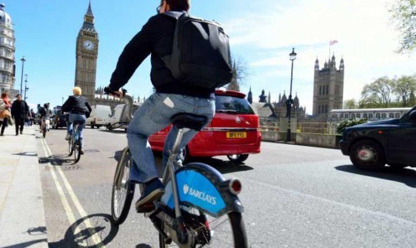 Regno Unito. Quasi 1 milione di sterline al giorno risparmiato grazie a piste e itinerari ciclabili