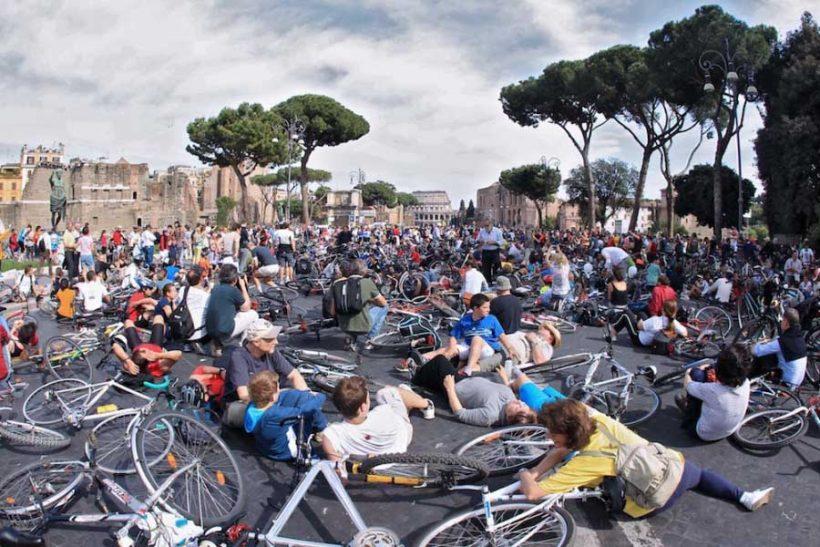 Ciclisti brutti, sporchi e cattivi. Ma è davvero così?