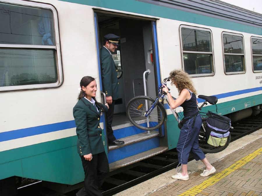 Torna il treno a Calalzo, ma niente bici! Trenitalia contro il cicloturismo?