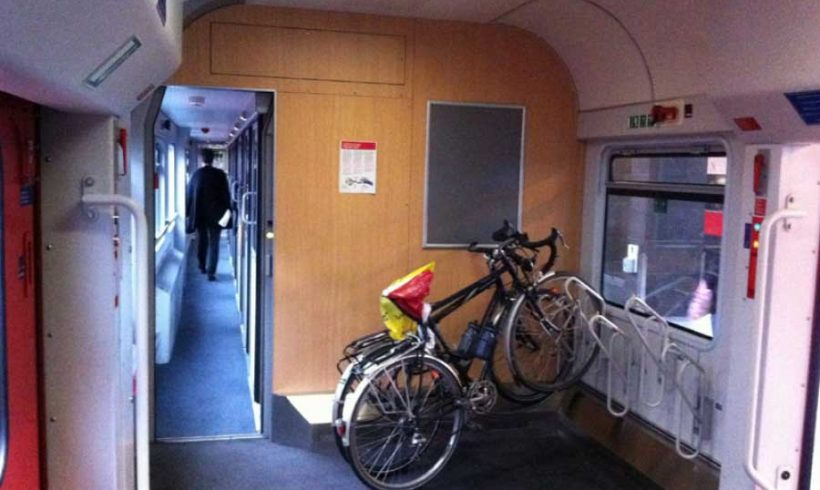 In treno con la bici completa