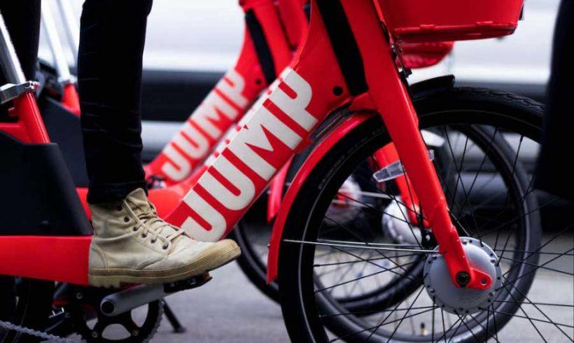 """Uber """"salta"""" in sella: a Berlino il primo test del bike sharing a flusso libero"""