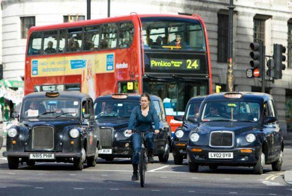 Gran Bretagna: perché pedalare fa paura? Cattive condizioni della strada e ciclabili non protette