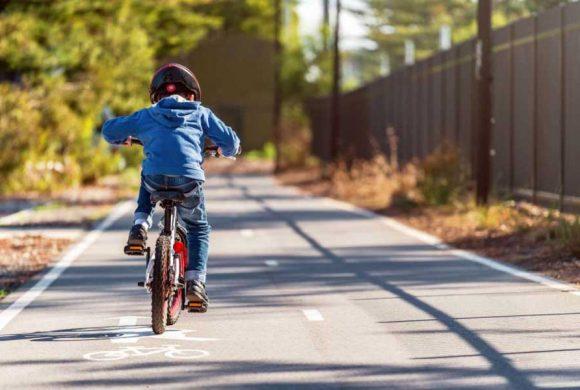 Casco obbligatorio per i bambini: ecco perché FIAB è contraria (numeri e statistiche)