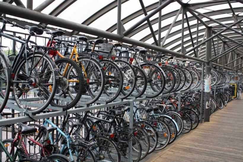 Parcheggi bici protetti: la situazione in Europa nel rapporto ECF
