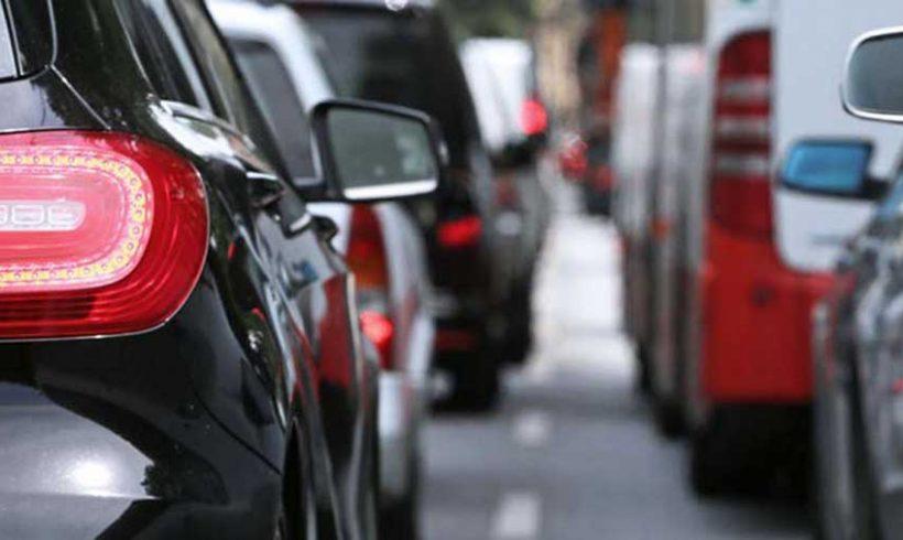 Riforma Codice della Strada: basta auto (anche elettriche e ibride) nei centri urbani. Entrano solo pedoni e biciclette