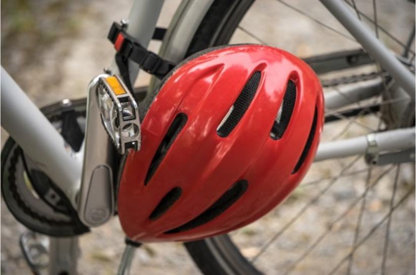 Quattroruote propone il casco obbligatorio per i ciclisti