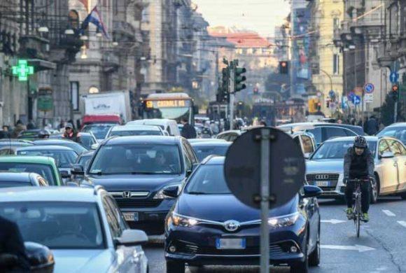 Tetto ai km percorribili dalle auto: l'Istituto sull'inquinamento atmosferico conferma la linea FIAB