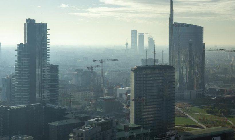 Italia fuori legge: troppo smog. Bisogna quadruplicare gli spostamenti in bici