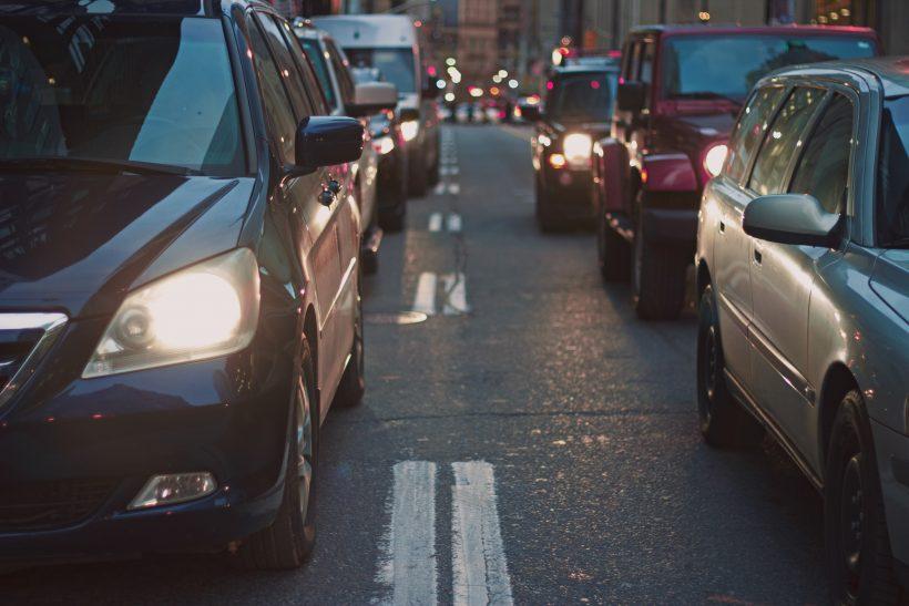 Italia, troppe auto. Anche la stampa generalista segnala l'emergenza